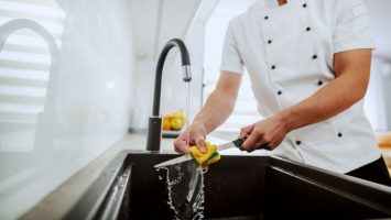 How To Wash Your Kitchen Knives Properly